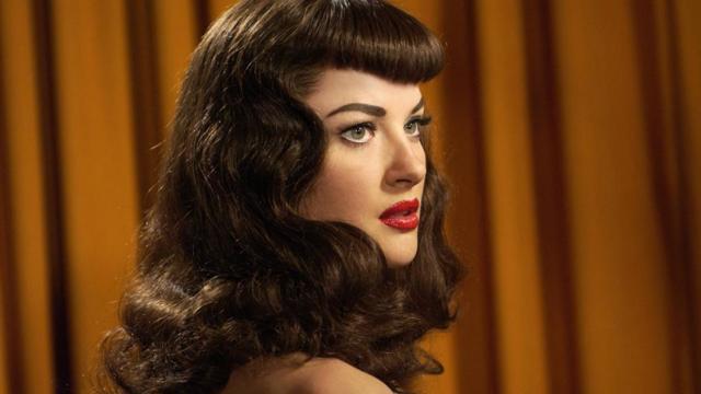 Прически 50-х годов: фото женских стрижек и укладок в стиле рокабилли пятидесятых, что было в моде в то время — макияж, одежда, что из этого популярно сейчас, примеры звёзд
