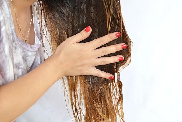 Льняное масло для роста волос: состав и полезные свойства, способы применения и лучшие рецепты масок