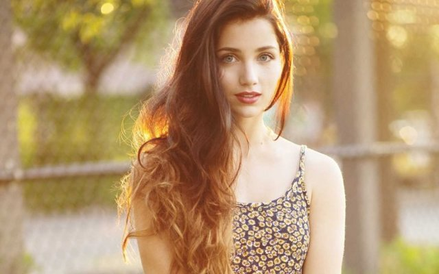 Прически на бок: на средние, длинные волосы, фото, как сделать женскую укладку, зачес на одну сторону, короткие модные и креативные стрижки, как красиво убрать локоны